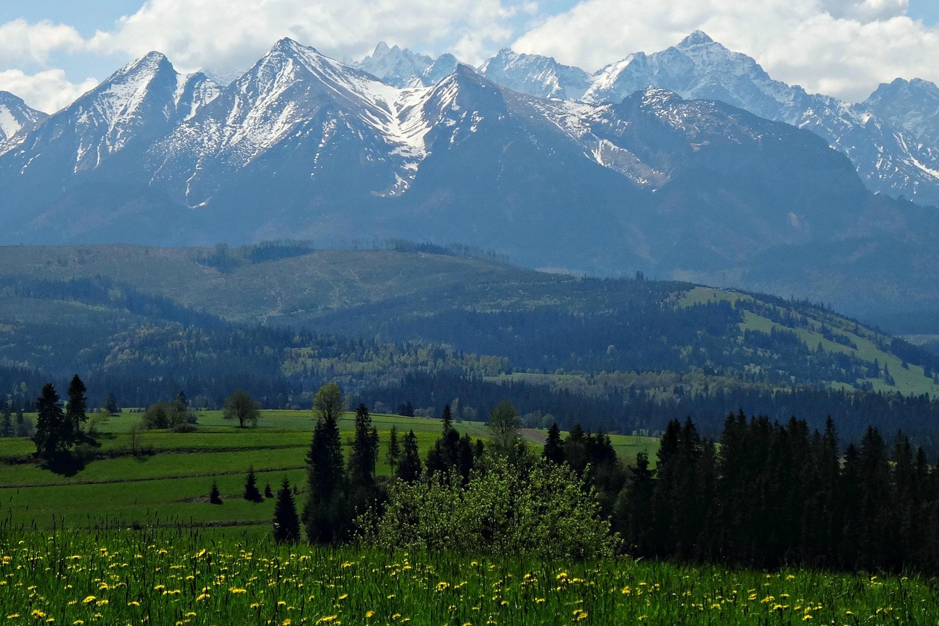 mountains-2735239_1920
