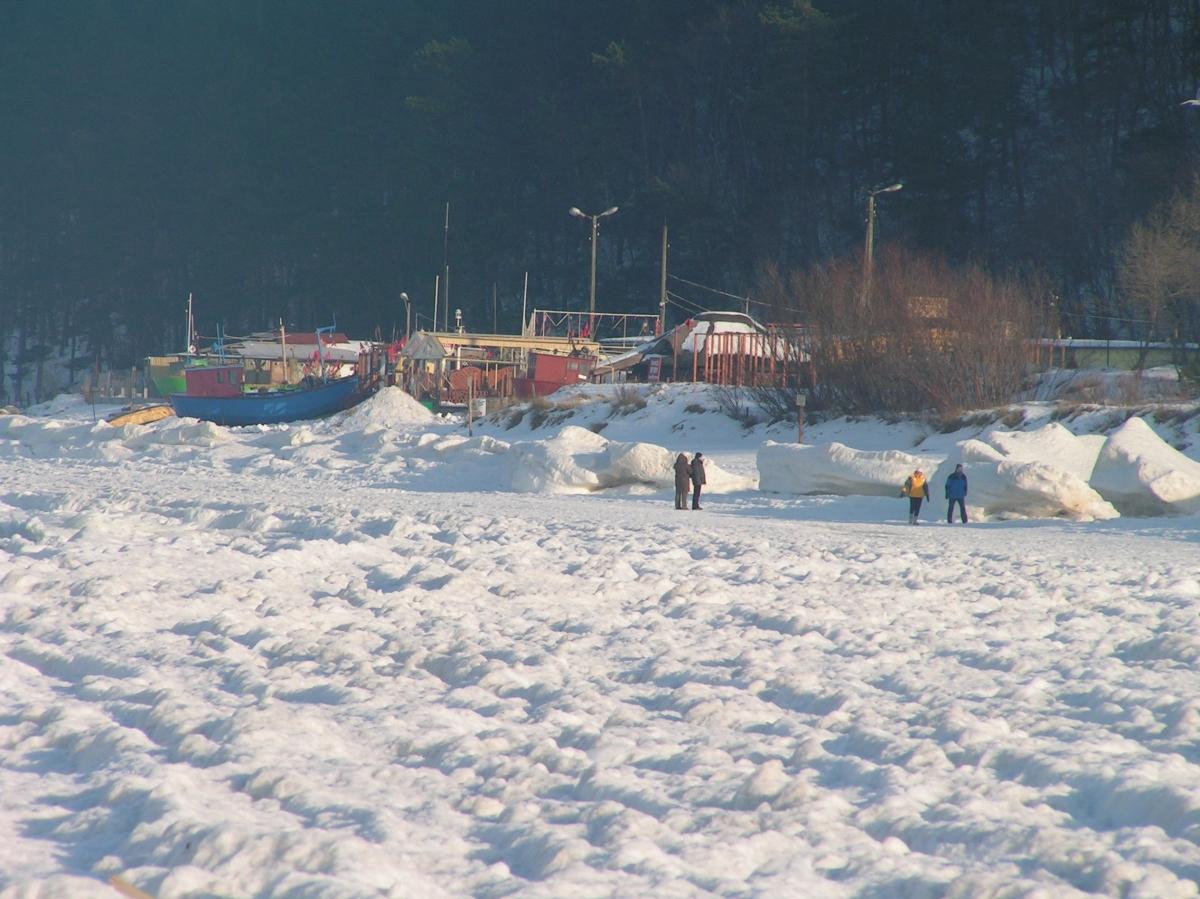 Międzyzdroje, port rybacki zimą.
